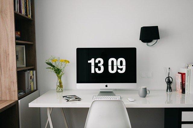 biurko w pracy